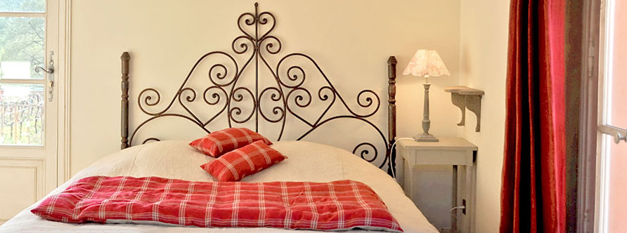 """Cerise"" bedroom - The Mas de Cabassude"