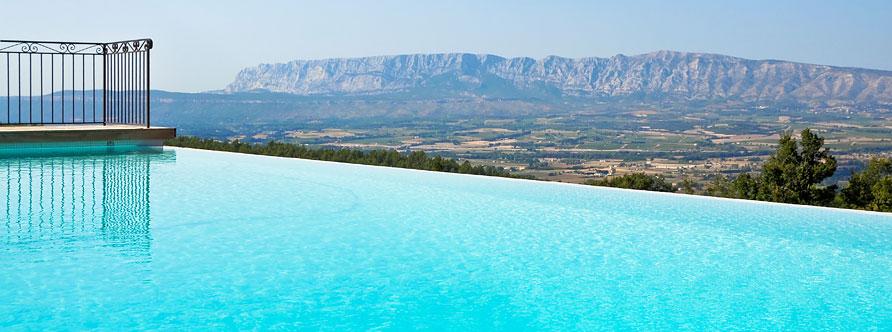 Provence mas de cabassude la piscine for Piscine california 1